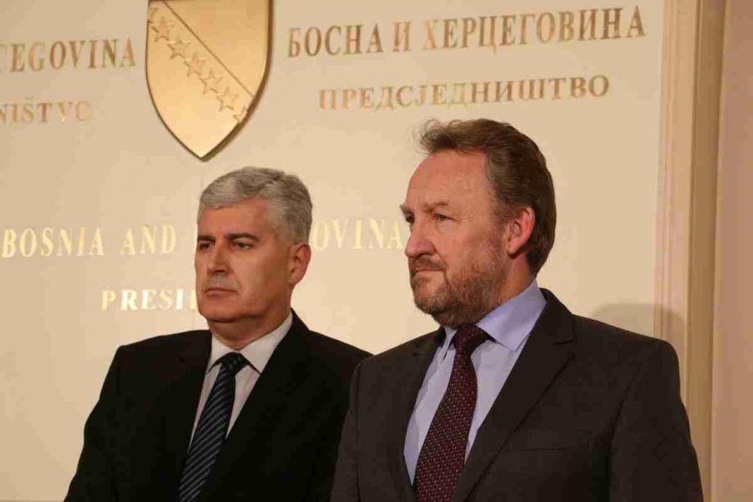 izetbegović i čović na zasjedanju asocijacije evropskih senata u parizu