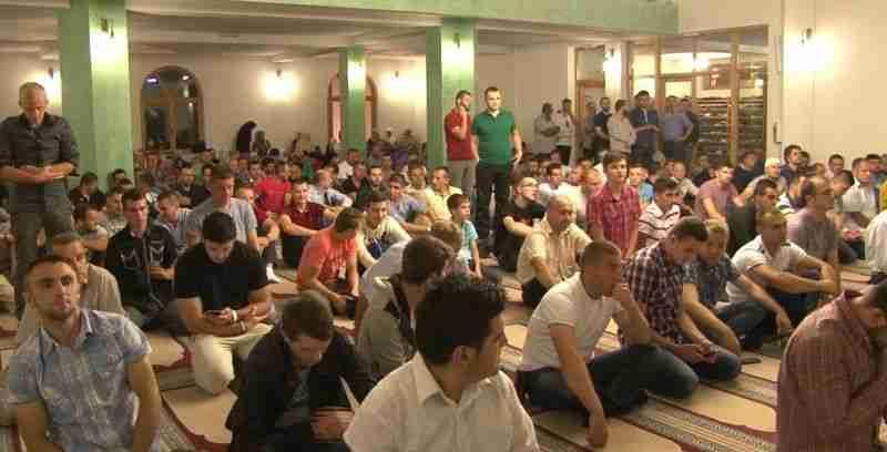 hiljade vjernika u al-aksa džamiji na posljednjoj ramazanskoj džumi