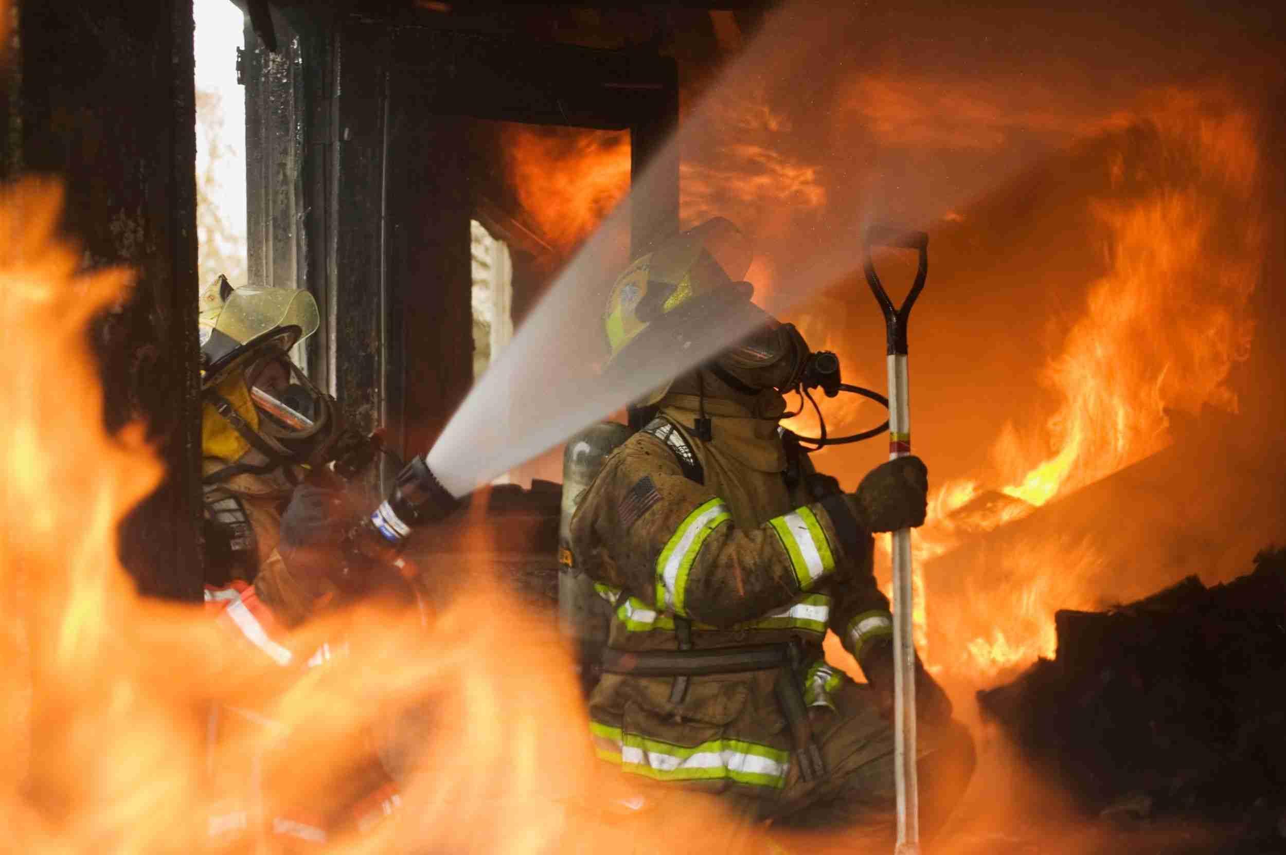 u požaru kod zvornika jedna osoba smrtno stradala, druga povrijeđena