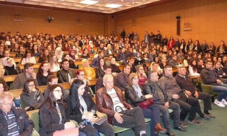Vlada ZDK uručila rješenja za boračke stipendije za 524 zenička studenta