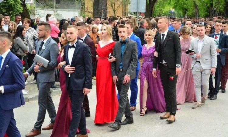 U tri dana tri maturske svečanosti u Bugojnu