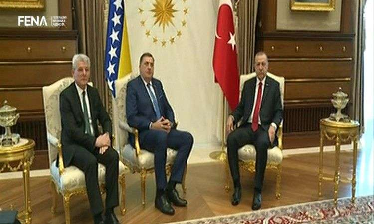 Dodik i Džaferović dočekani u Ankari uz vojne počasti (VIDEO)