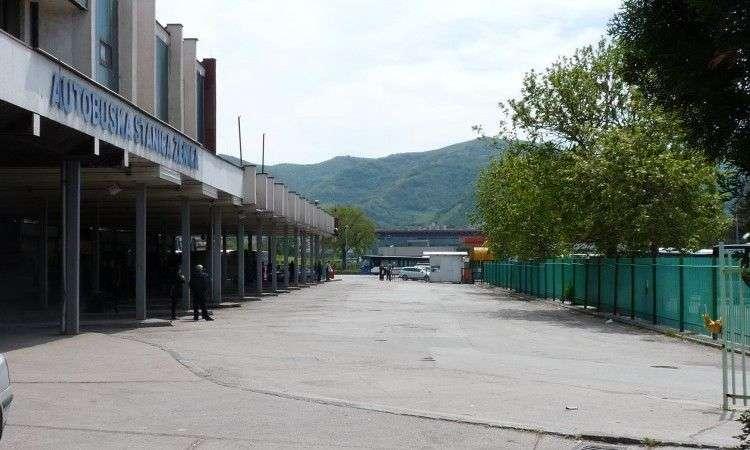 Radnici preduzeća 'Zenicatrans' blokirali autobusku stanicu