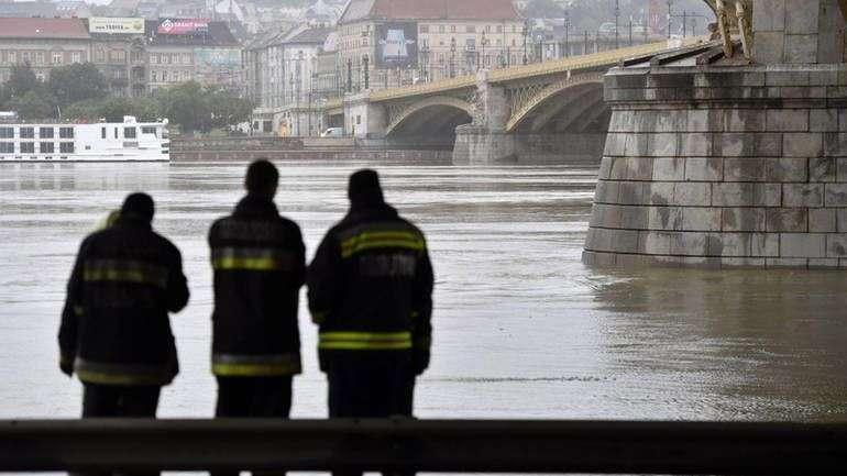 budimpešta: sedam poginulih, 19 nestalih u sudaru brodova na dunavu