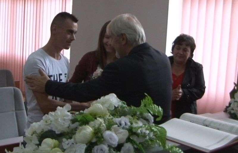 (foto/video) vjenčali se selmin i aldina iz novog travnika, par kojem bajkeri iz travnika kupuju kuću