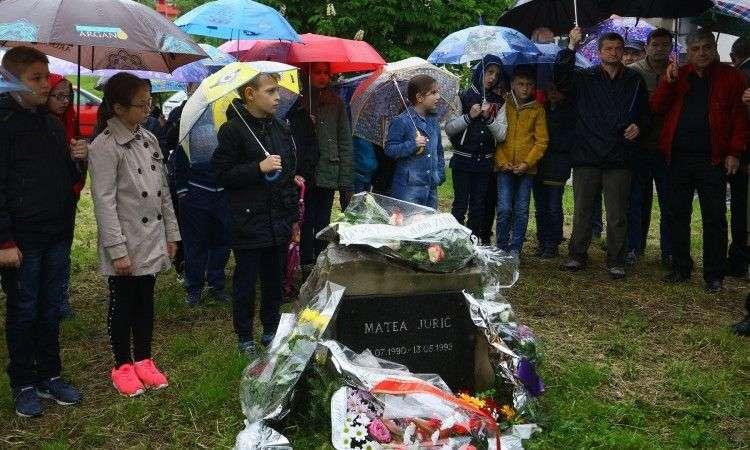 Zeničani odali počast u ratu poginuloj dvogodišnjoj djevojčici Matei Jurić