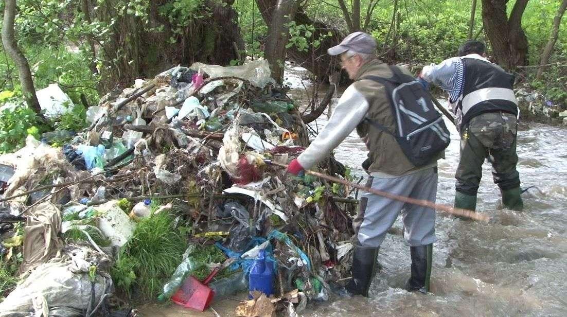 (video) u koritima rijeka najviše domaćih životinja i smeća: akcija čišćenja u novom travniku!