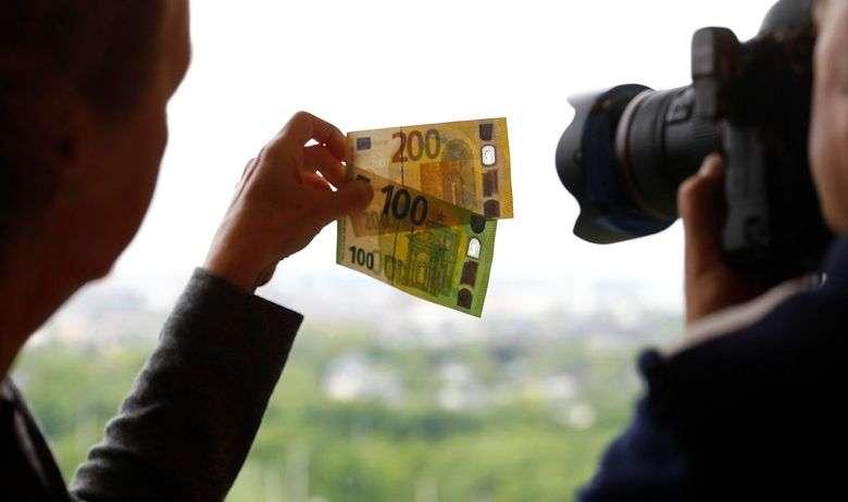 nove novčanice od 100 i 200 eura u opticaju krajem maja