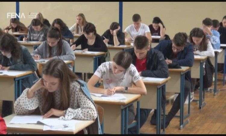u tuzlanskom kantonu eksterni maturski test polagalo 502 učenika