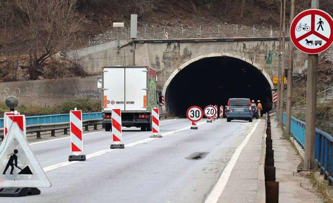 gužvi zbog radova u tunelu vranduk ii nema kraja...
