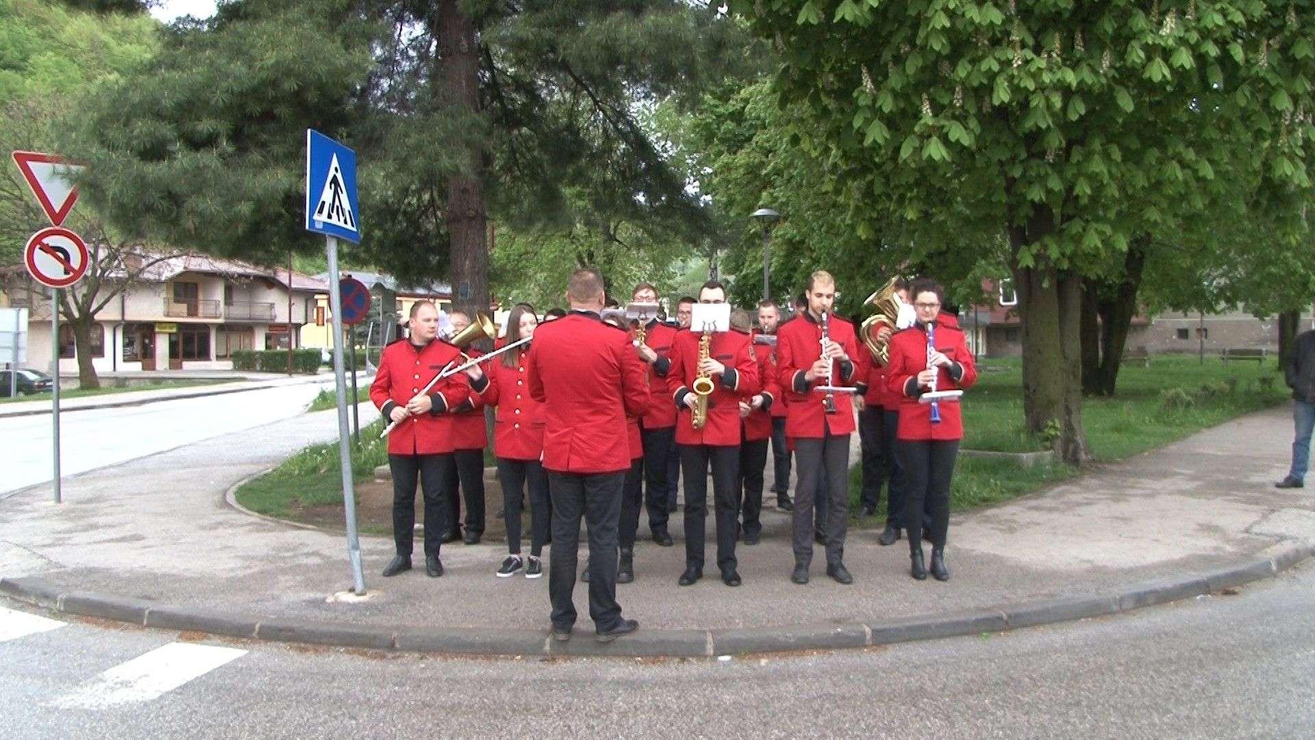 """(FOTO/VIDEO) Novi Travnik: Građane budili članovi Limene glazba """"Lašva"""""""