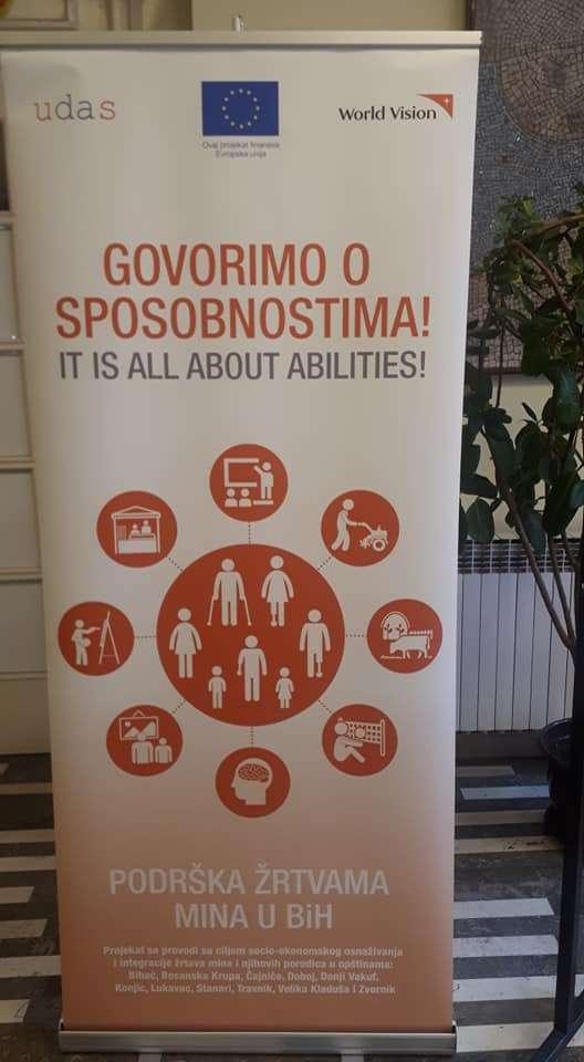 """(FOTO/VIDEO) U Travniku otvorena izložba """"Govorimo o sposobnostima"""""""