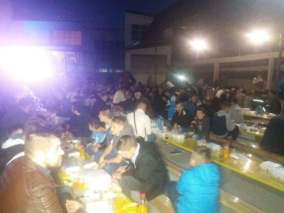 (foto/video) nejverovatan prizor: na iftaru u novom travniku veliki broj postača