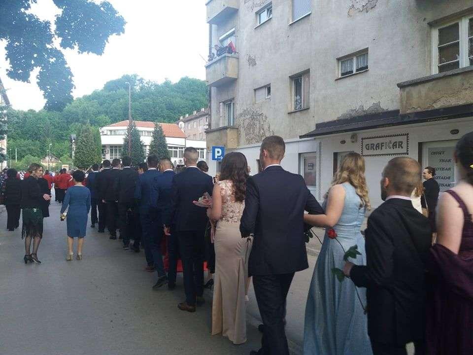 (foto/video) ulicama novog travnika prodefilovali maturanti sš novi travnik i sgš jakova gotovca