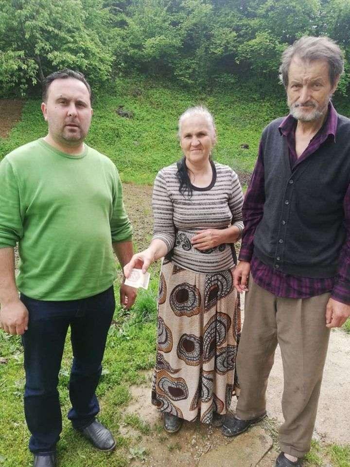 (foto) ljudi dobrog srca: porodicu čorbeg posjetili članovi organizacije pomozi.ba