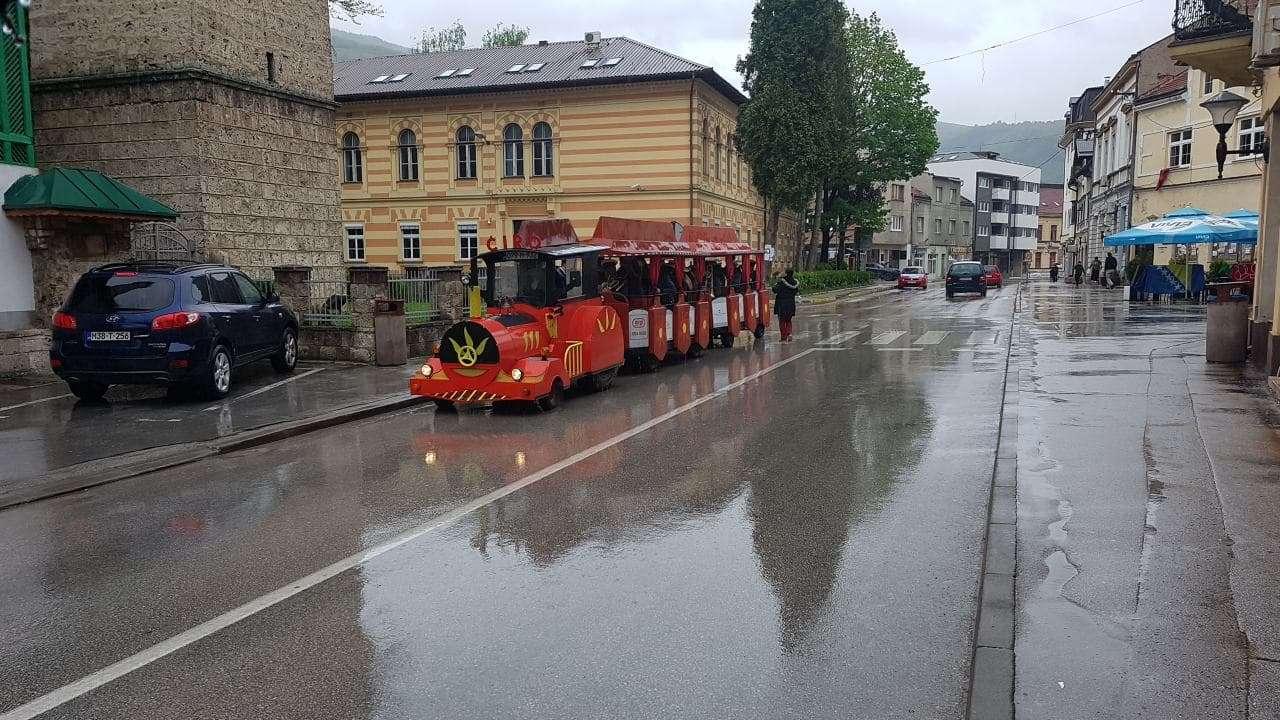 (FOTO/VIDEO) Travnik: Najstariji orkestar u BiH tradicionalno odsvirao budnicu