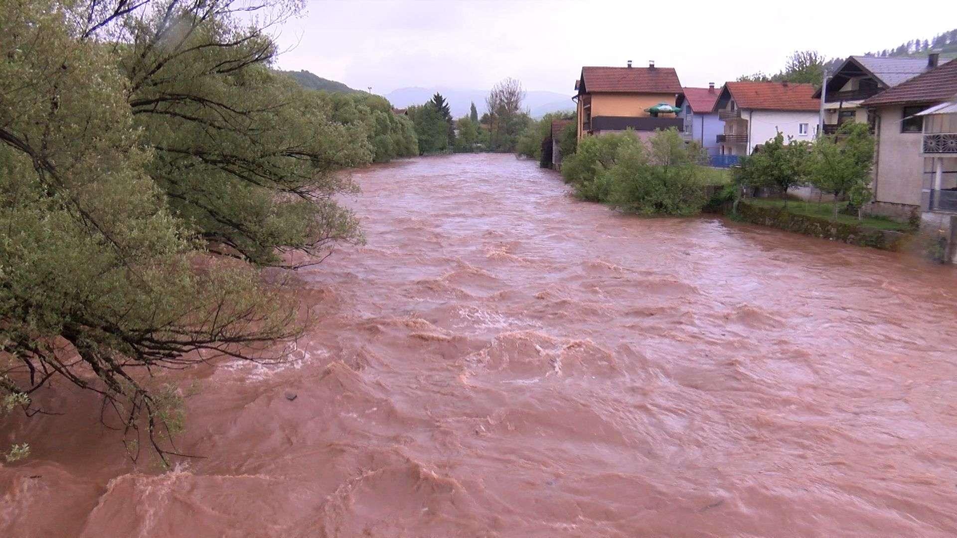 Nivo rijeke Bosne u blagom porastu ali nije dosegao kritičnu tačku