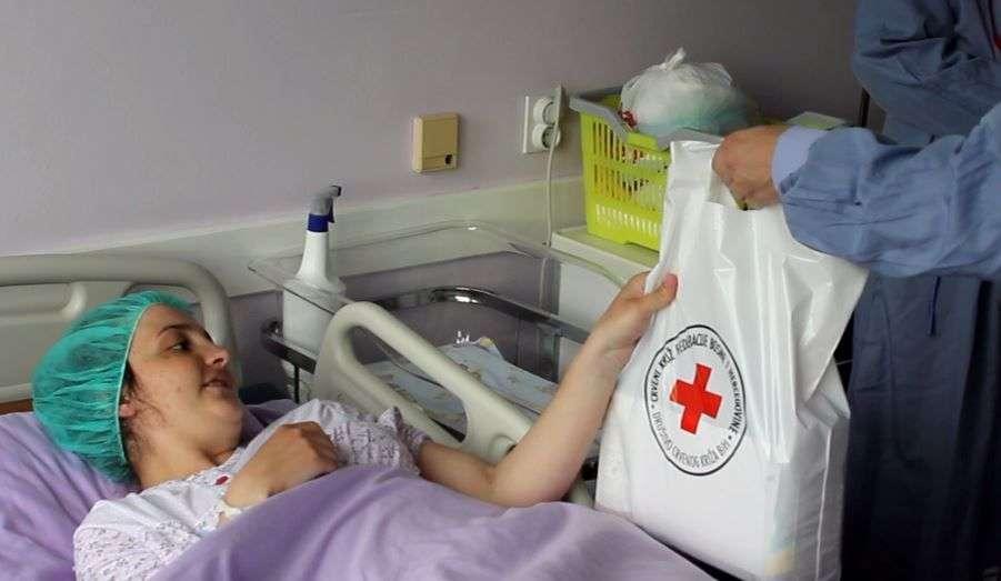 (VIDEO) Predstavnici CK FBiH posjetili bolnice u Travniku i Novoj Biloj i uručili donacije