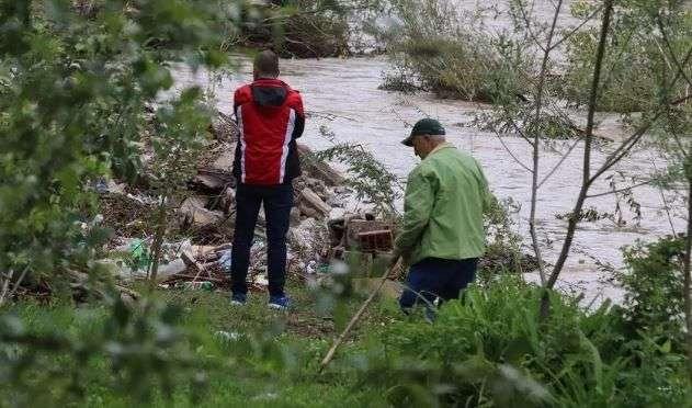 Nastavlja se potraga za dječakom, porodica sumnja da je zatrpan pijeskom na ušću u Bosnu