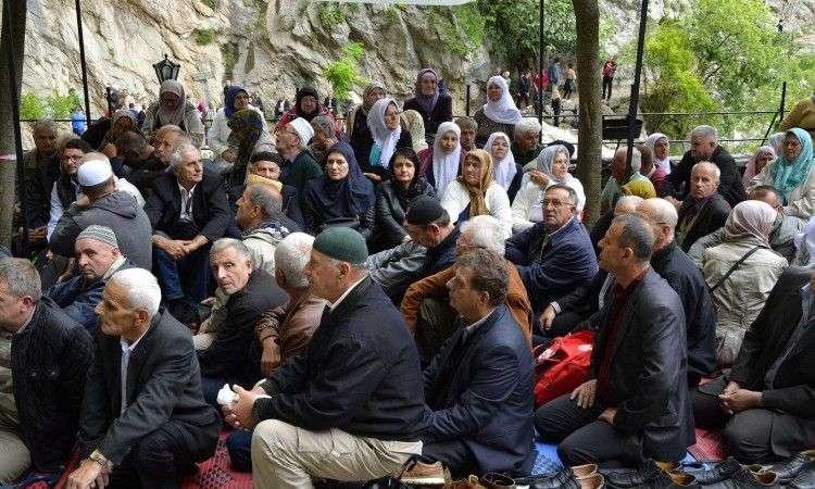 Dovište u Blagaju okupilo više hiljada vjernika