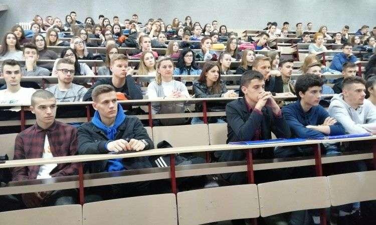 matematički polumaraton u tuzli okupio 400 učenika i studenata