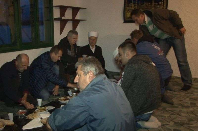 (video) novi travnik: održan iftar u božićima