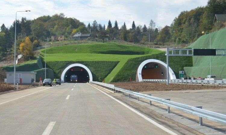 U FBiH 960 mostova, 82 tunela, a ukupna dužina cesta 4.728 km