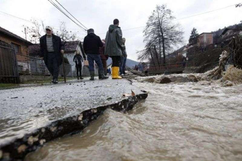 Zbog obilne kiše prekid nastave u nekoliko škola u RS-u