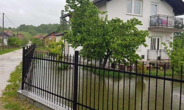 Na području Bihaća poplavljeno nekoliko objekata, vodostaji u porastu