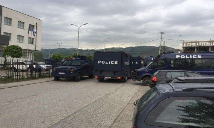 nakon velike buke na kosovu mirno, ali napeto, danas protest u kosovskoj mitrovici