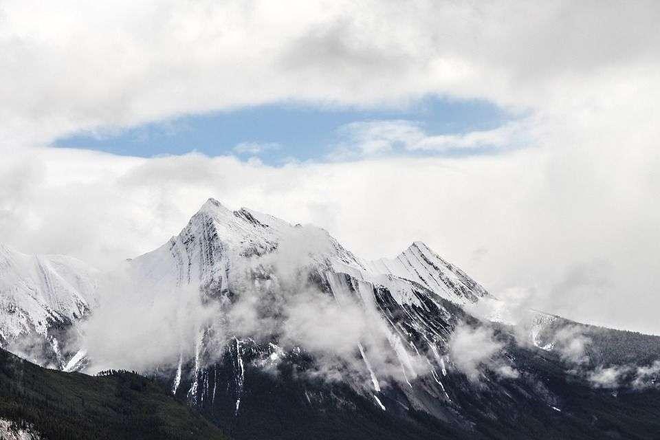 U BiH jutros oblačno s kišom, na planinama susnježica
