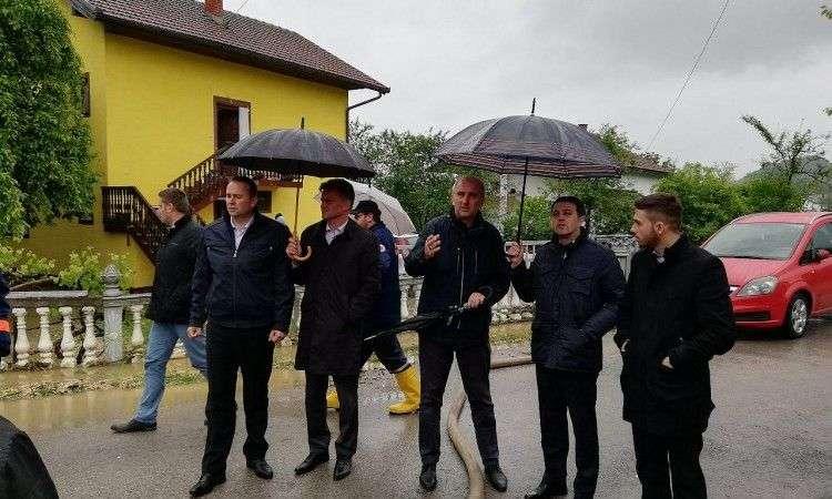 Delegacija vlade Zeničko-dobojskog kantona na poplavljenim područjima