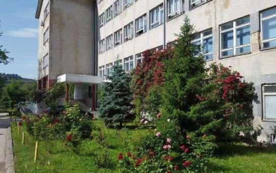 zamjenica ambasadora sad-a posjetila prirodno-matematički fakultet u tuzli