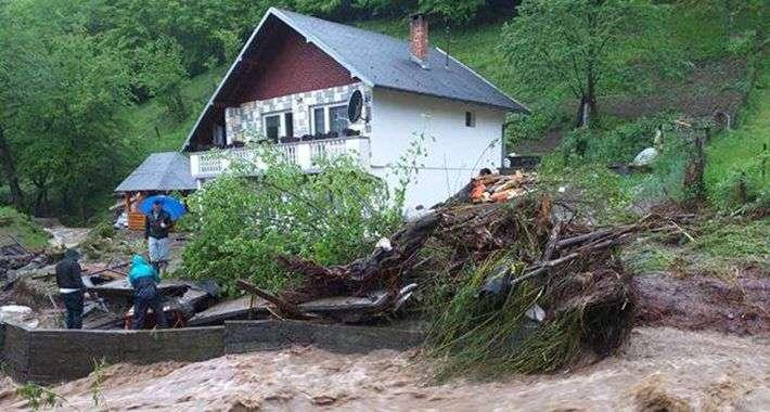 Rastu vodostaji rijeka u TK: Bujice na ulicama, voda ušla i u kuće