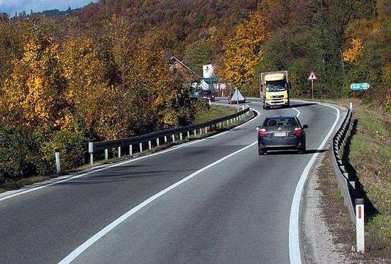 Preko praznika smanjeni sanacioni radovi na putevima, vozi se po vlažnim kolovozima