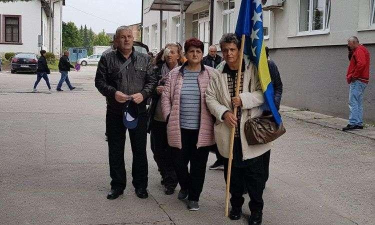 (VIDEO) Skupina bivših radnika 'Vitezita' uputila se pješice u Sarajevo
