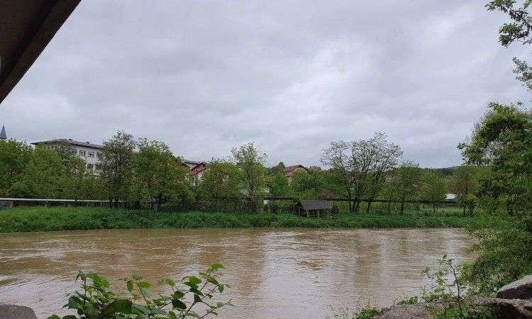 Vodostaj Bosne na području Kaknja jutros iznosi 211 cm