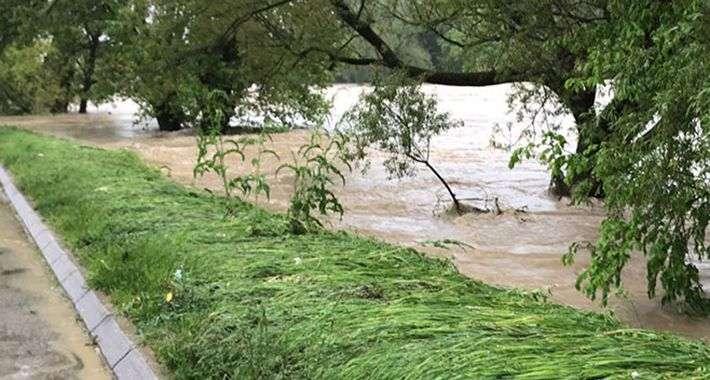 Vanredno i u Banja Luci, više od 100 domaćinstava pod vodom u Čelincu