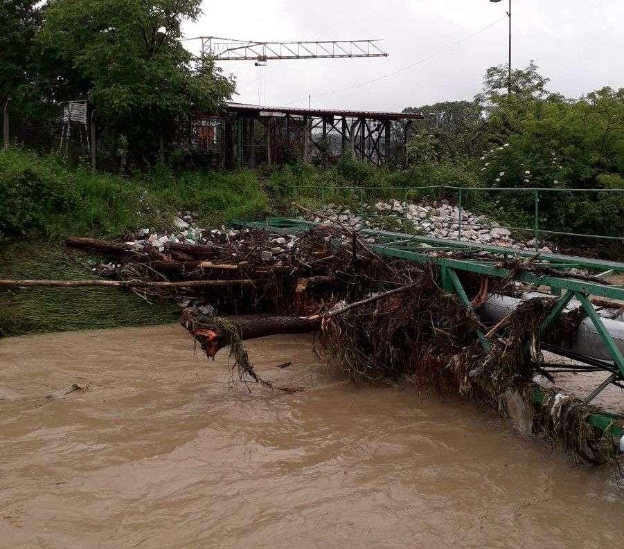 oštećene kuće i mostovi: trenutno stanje u poplavljenoj tuzli (galerija slika i video zapisa)