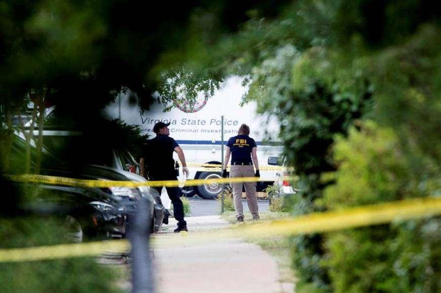 pucnjava u sad-u: najmanje 12 ubijenih!