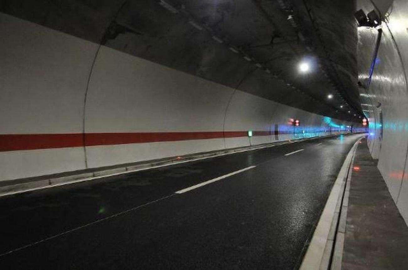 u nesreći u tunelu na autoputu poginule dvije odrasle osobe i dijete!