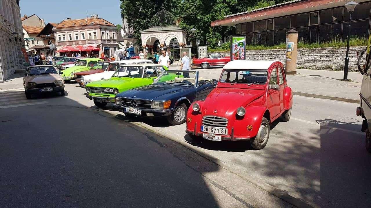 (foto/video) oldtimeri na ulicama travnika oduševili prolaznike