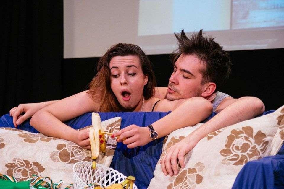 predstava 'nedokazni stvor' u pozorištu mladih tuzla