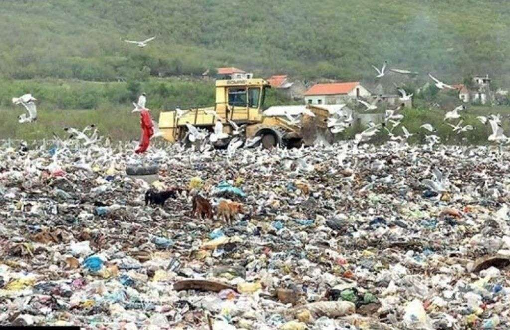 bez dogovora o deponiji uborak; građani nastavljaju blokadu