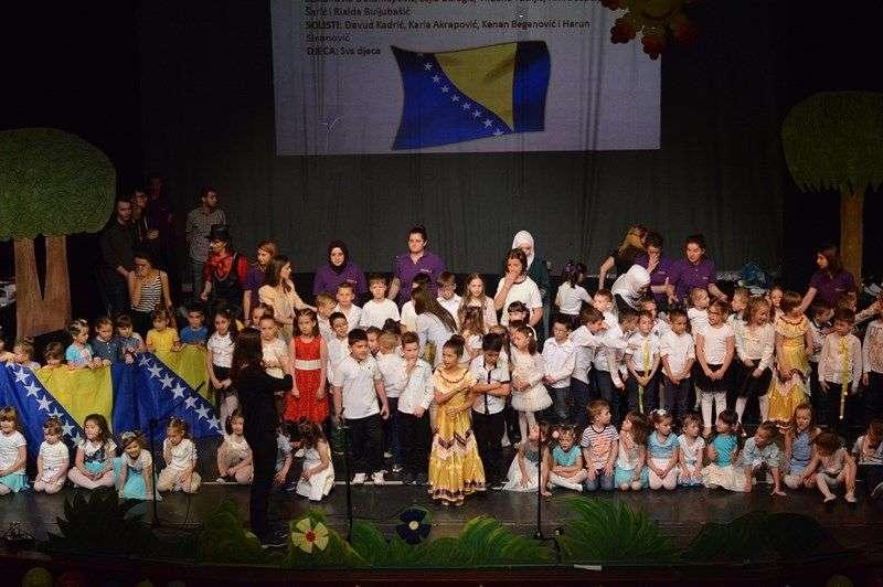 "najava 10. kulturno-javne manifestacije ""festival kreativnosti, znanja, prijateljstva i ljubavi"""