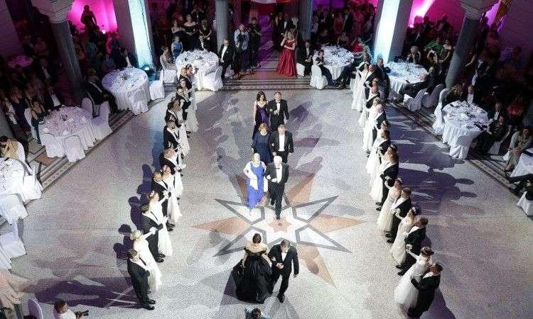 veliki broj učesnika i gostiju na austrijskom balu u sarajevu