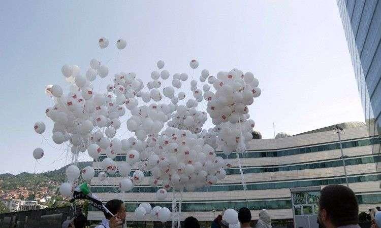 hiljade balona iz sarajeva kao izraz solidarnosti s idlibom u siriji