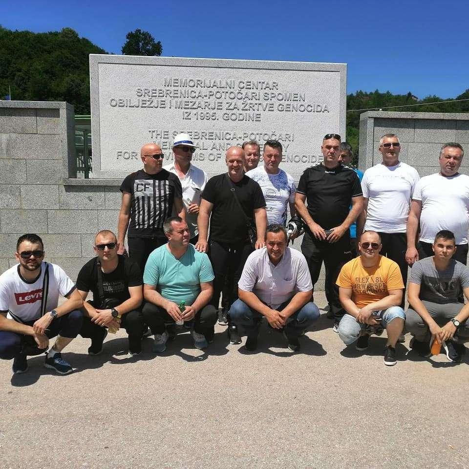 (foto) policijski službenici ps vitez posjetili memorijalni centar u potočarima