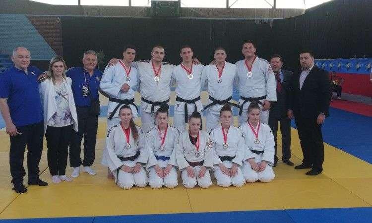 miletić i vujičić juniorski prvaci balkana u kategorijama do 90 i +100 kilograma