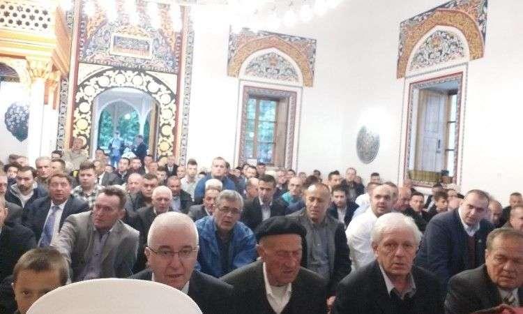prvi bajram-namaz u obnovljenoj aladža džamiji u foči